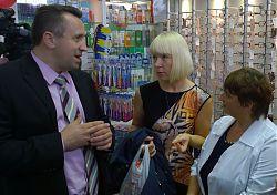 Генеральный директор ГУП «Брянскфаррмация» Михаил Иванов, главный бухгалтер предприятия Елена Иванцова и заведующая сто тридцать восьмой аптекой Татьяна Гапонова проанализировали все плюсы и минусы на месте.